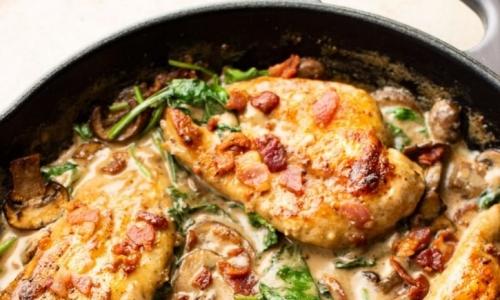 Creamy Dijonnaise Chicken With Crispy Bacon, Mushrooms & Spinach